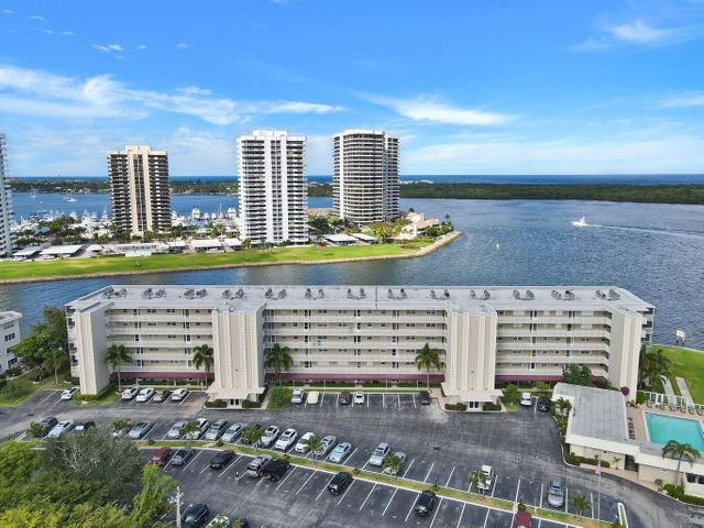 36 Yacht Club Drive, 302, North Palm Beach, FL 33408