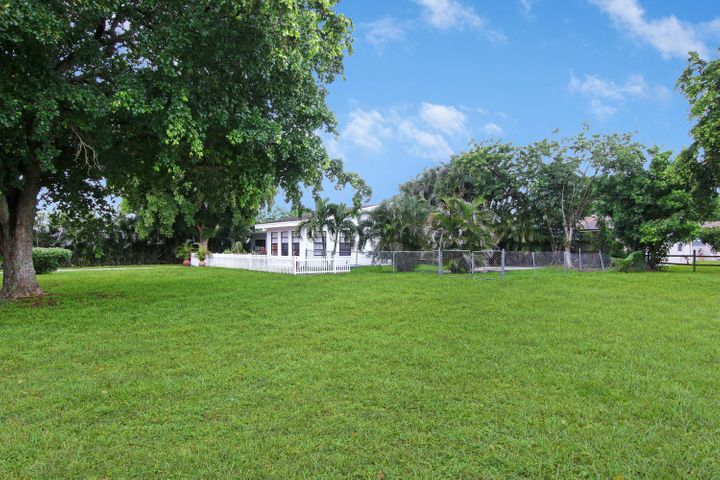 You'll love this huge yard with the extra lot, great for keeping your RV, Boat, etc.