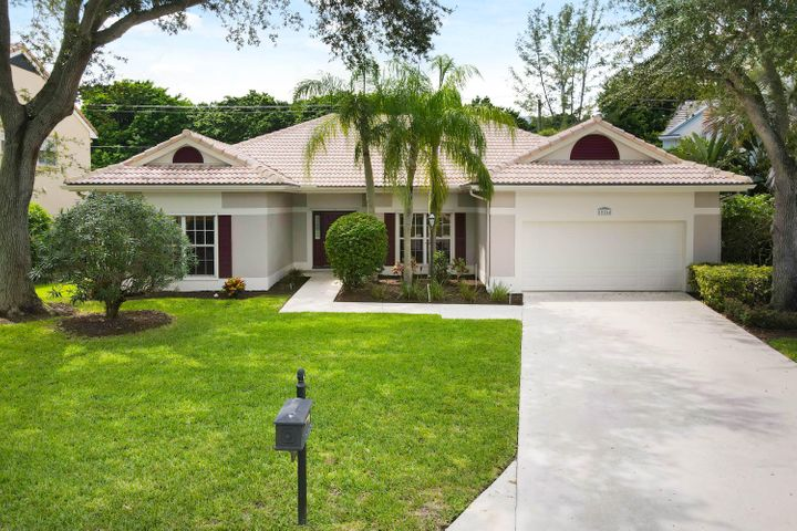 10264 Hunt Club Lane, Palm Beach Gardens, FL 33418