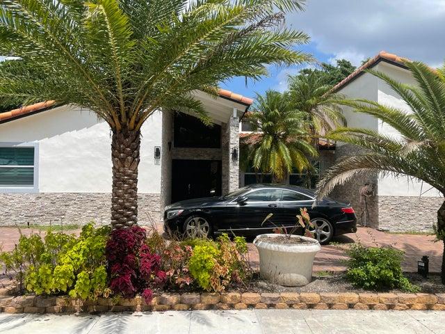 6859 N Grande Drive, Boca Raton, FL 33433