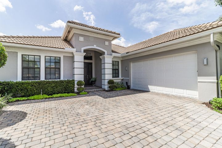 15663 Glencrest Avenue, Delray Beach, FL 33446