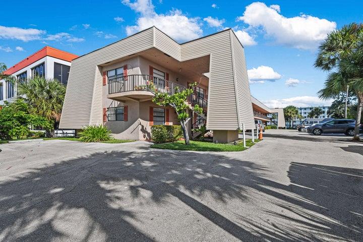 135 Shore Court, 101, North Palm Beach, FL 33408