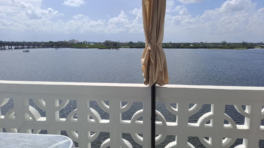 2840 S Ocean Boulevard, 522, Palm Beach, FL 33480