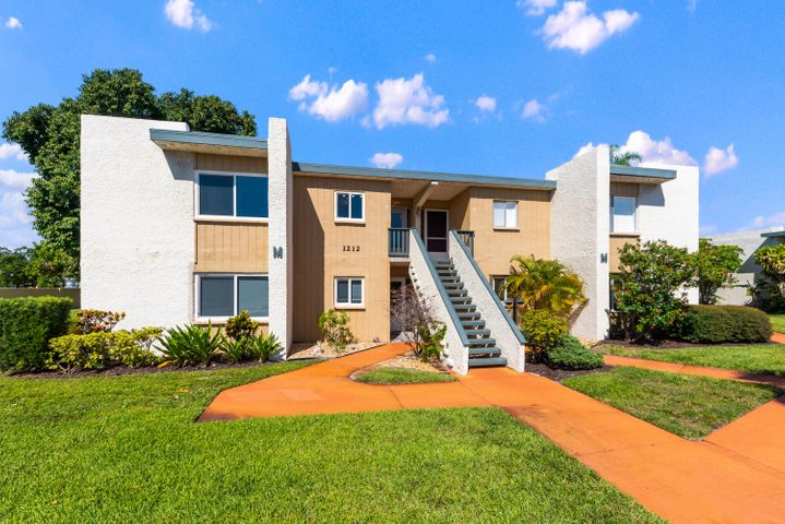 1212 NE 14th Court, M-3, Jensen Beach, FL 34957
