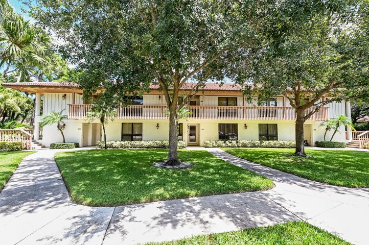 111 Brackenwood Road, Palm Beach Gardens, FL 33418