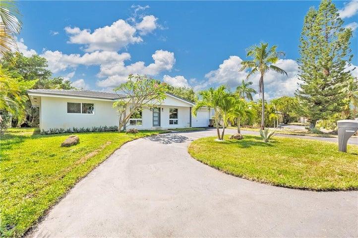 801 SE 9th Avenue, Deerfield Beach, FL 33441