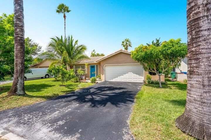 2338 NW 98th Way, Coral Springs, FL 33065