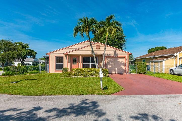 8285 Irongate Place, Boca Raton, FL 33433