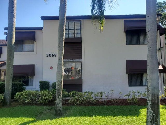 5068 Rose Hill Dr. Drive, 105, Boynton Beach, FL 33437