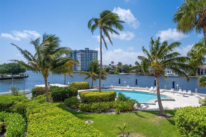 Sunny pool on the Direct Intracoastal.