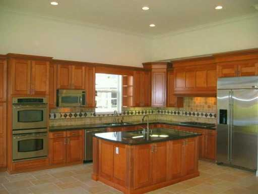 Amazing chef's gourmet kitchen! Double wall over, 2 dishwashers, sinks and food preparation areas. Natural gas cooktop. Stainless appliances and newer GE Profile refrigerator.