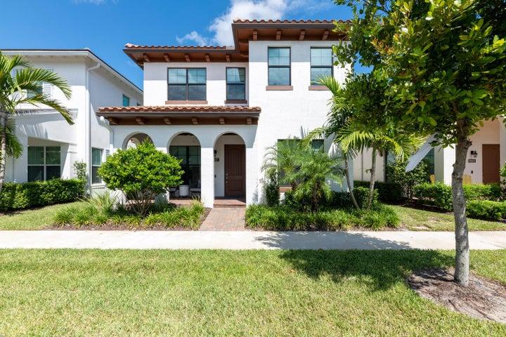 8047 Hobbes Way, Palm Beach Gardens, FL 33418