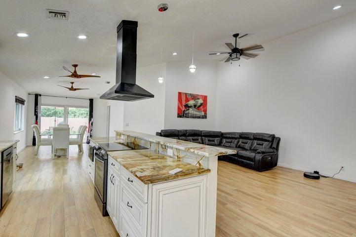 5255 Grande Palm Circle, Delray Beach, FL 33484