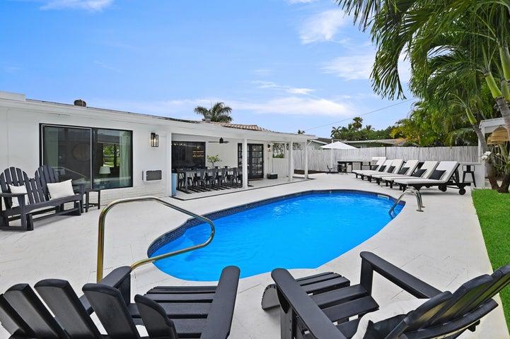 711 SW 27th Way, Boynton Beach, FL 33435