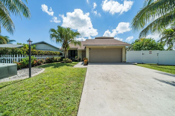 4774 Brook Drive, West Palm Beach, FL 33417