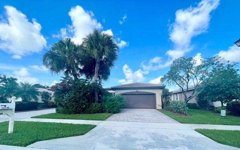 10749 Royal Caribbean Circle, Boynton Beach, FL 33437