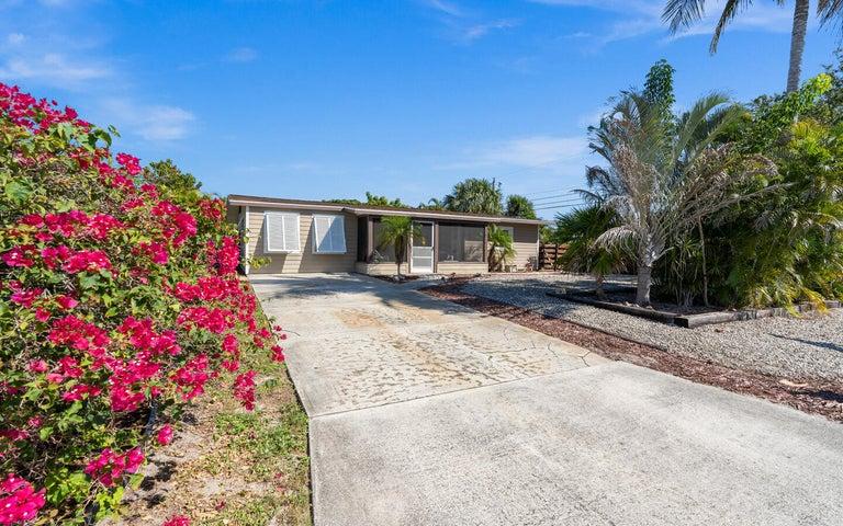 1265 NE Flora Place, Jensen Beach, FL 34957