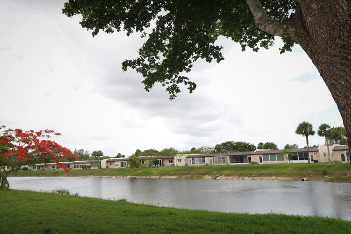 154 Lake Meryl Drive, 160, West Palm Beach, FL 33411