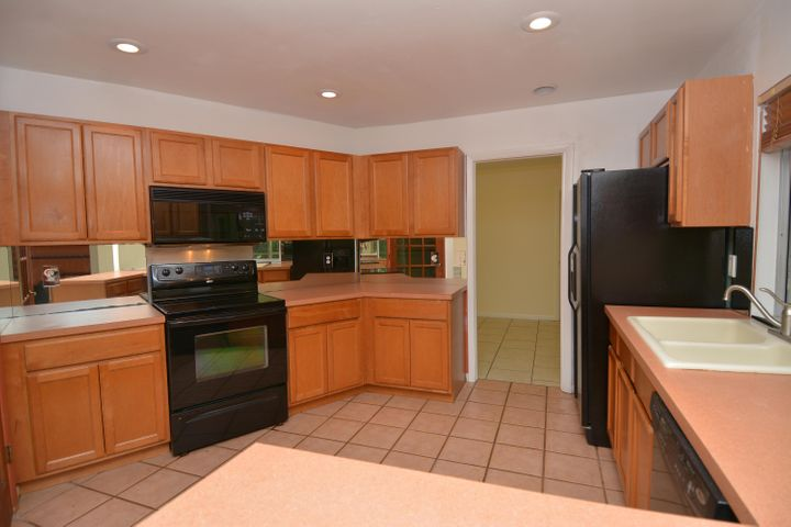 KITCHEN PASSES TO SCREENED PATIO OR EACH SIDE OF THE HOME EASILY