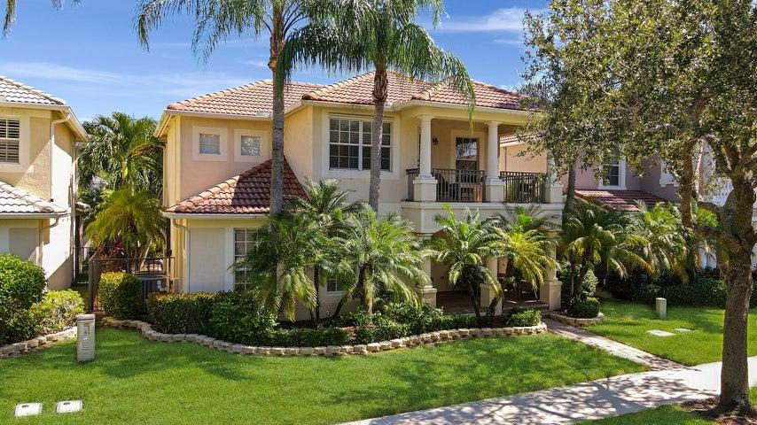8210 Calterra Drive, Palm Beach Gardens, FL 33418