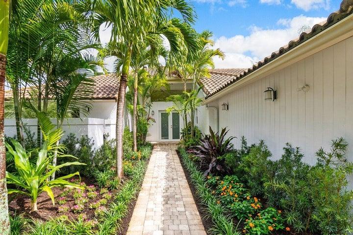 20 Oaks Lane, Boynton Beach, FL 33436