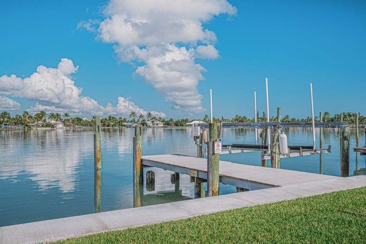1564 Thumb Point Drive, Fort Pierce, FL 34949