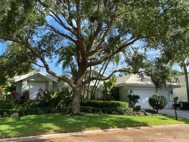 105 Pembroke Drive, Palm Beach Gardens, FL 33418