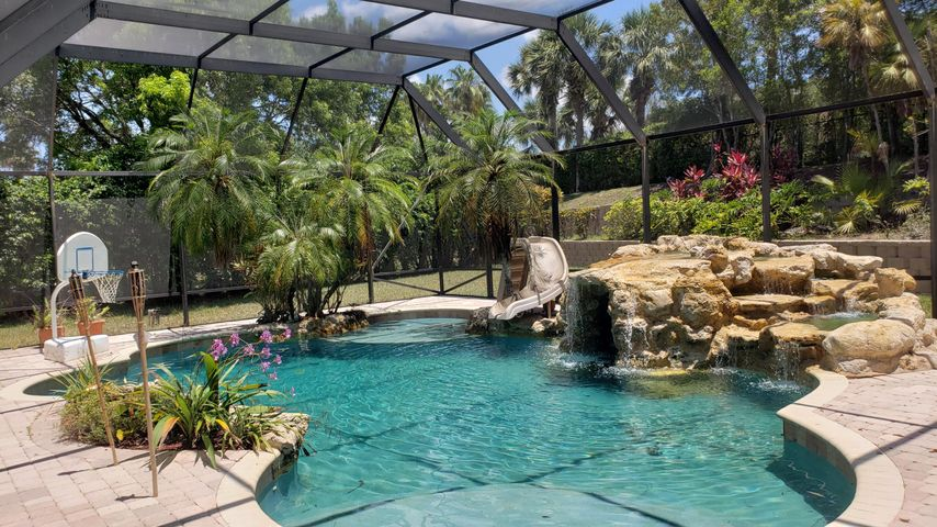 great screened pool spa