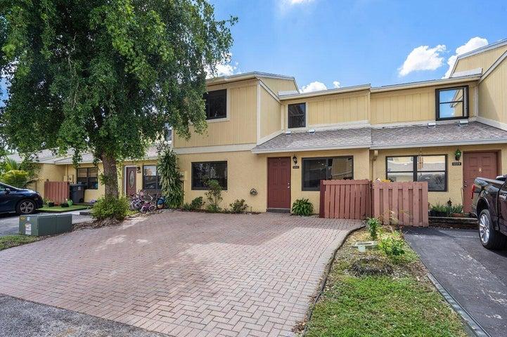 5322 Tennis Lane, Delray Beach, FL 33484