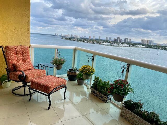 2640 Lake Shore Drive, 1414, Riviera Beach, FL 33404