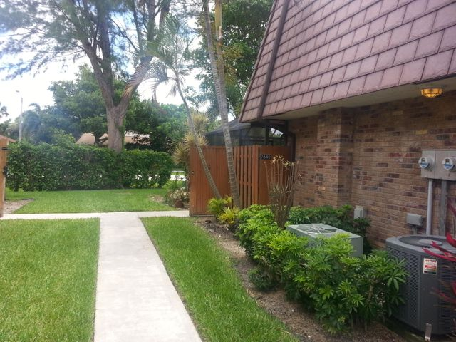 7640 W Courtyard Run W, Boca Raton, FL 33433