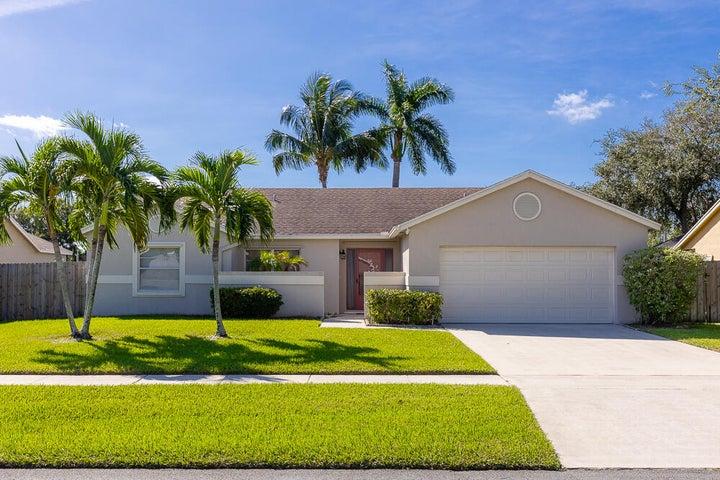 20 Cedar Circle, Boynton Beach, FL 33436