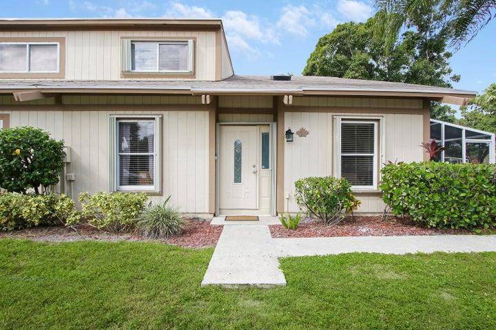 24 Maplecrest Circle, Jupiter, FL 33458