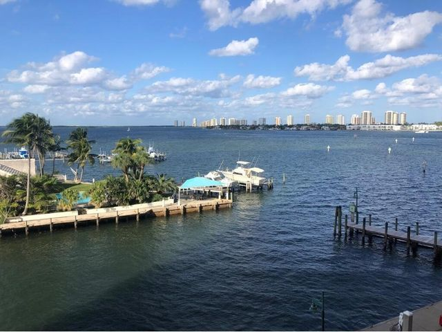 2650 Lake Shore Drive, 404, Riviera Beach, FL 33404
