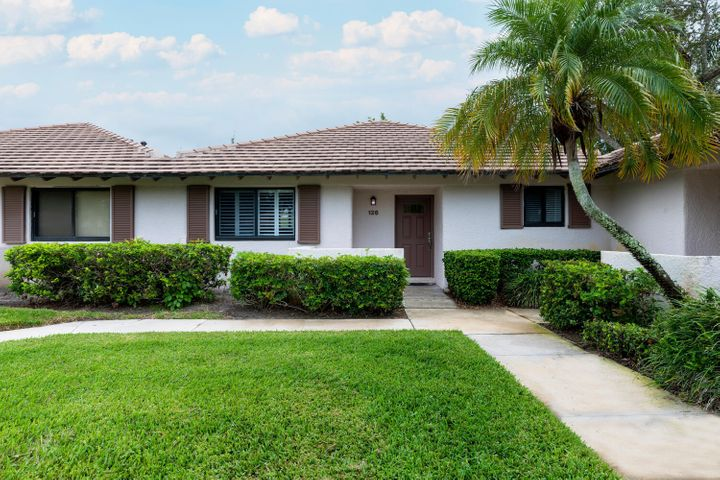 126 Club Drive, Palm Beach Gardens, FL 33418