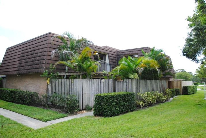 Property for sale at 1604 16th Lane Palm Beach Gardens FL 33418 in GARDEN LAKES AND GARDEN SQUARE SHOPS