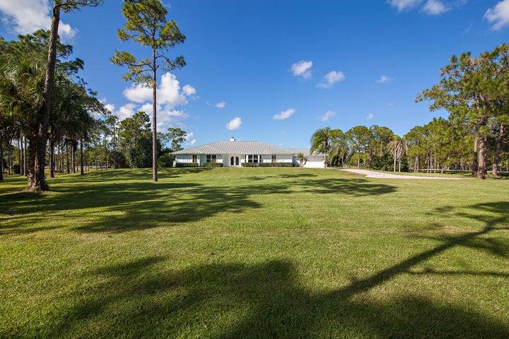 A photo of 2404 SE Ranch Acres Cir.