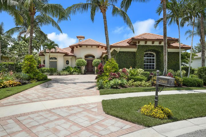 7969 Cranes Pointe Way, West Palm Beach, FL 33412