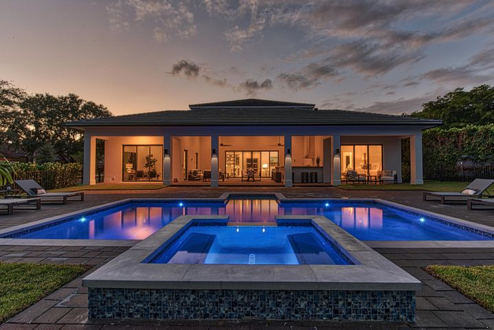 12 La Costa Circle, West Palm Beach, FL 33401