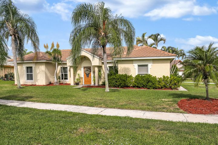 33 Chestnut Trail, Tequesta, FL 33469