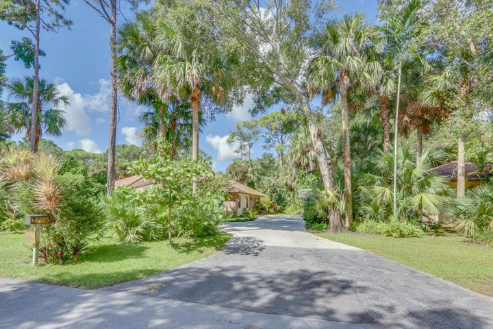 8605 Thousand Pines Circle, West Palm Beach, FL 33411