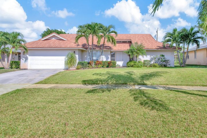 88 Pine Hill Trail E, Tequesta, FL 33469