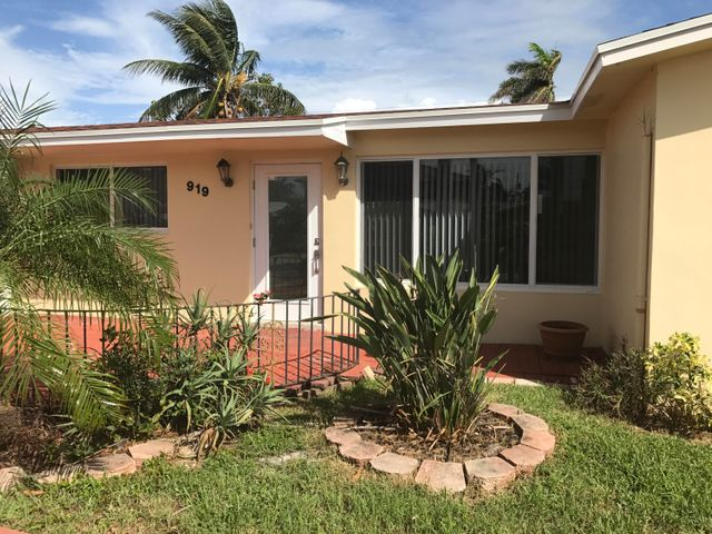 919 SE 17th Street, Deerfield Beach, FL 33441