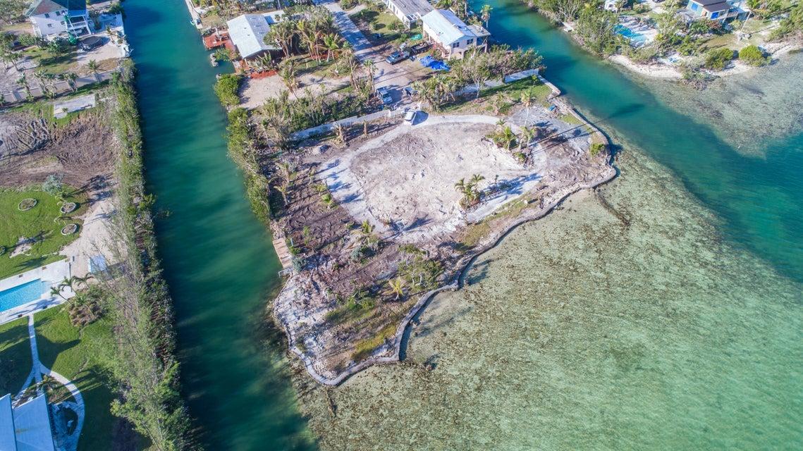 17398 Dolphin Street E, Sugarloaf, FL 33042
