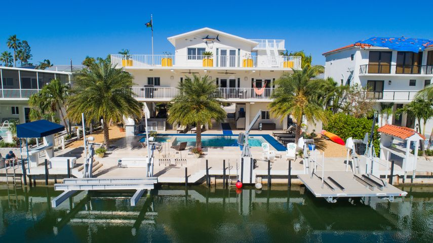 Updated, elevator, pool, spa, boat lifts and more!