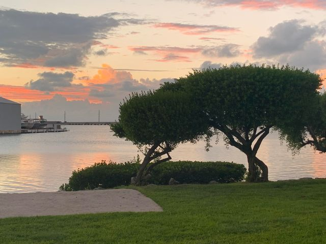 5075 Sunset Village Drive, Duck Key, FL 33050