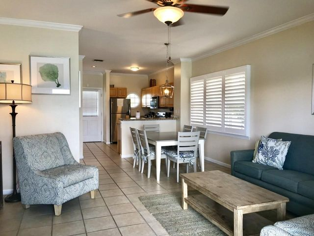 7048 Harbor Village Drive, Duck, FL 33050