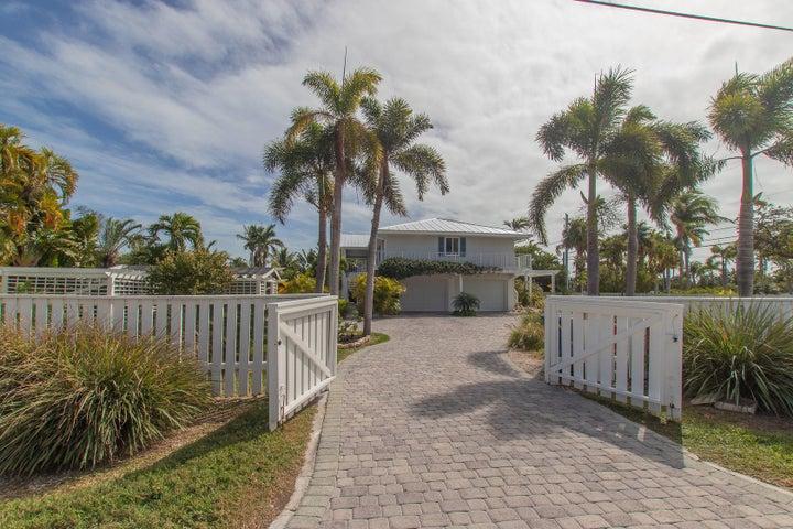 17218 Dolphin Street E, Sugarloaf, FL 33042