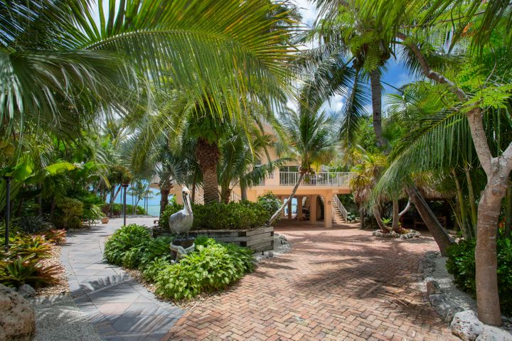 43 Bay Drive, Saddle Bunch, FL 33040