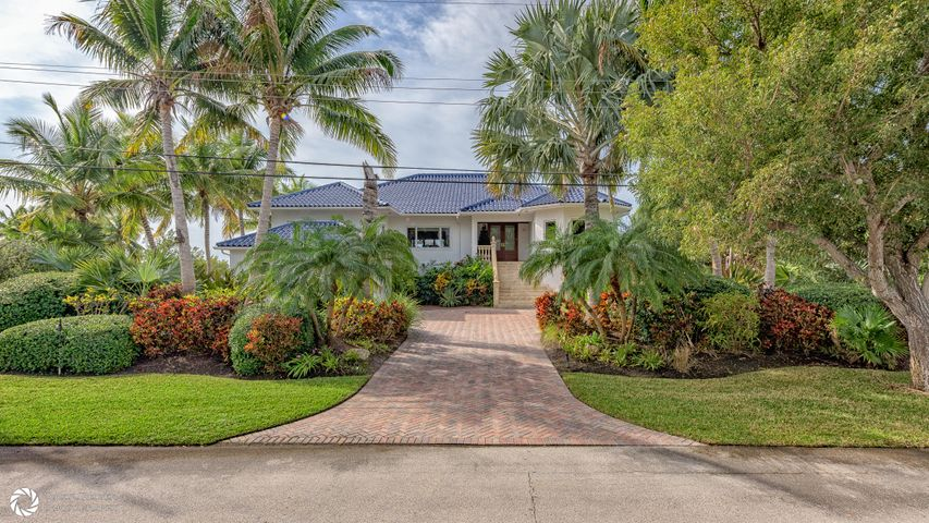 52 Cannon Royal Drive, Shark Key, FL 33040